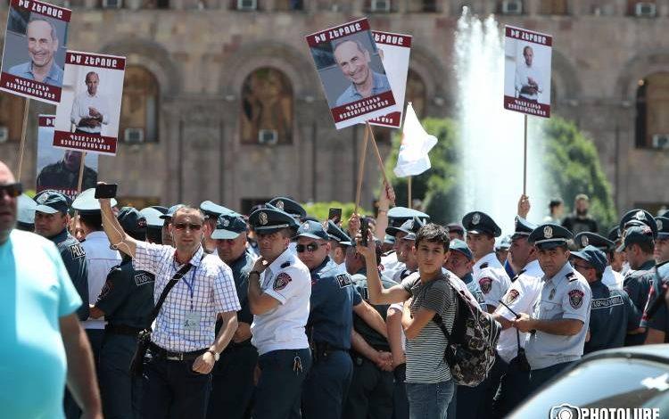 Քոչարյանի աջակիցների եւ ոստիկանների հետ միջադեպի արդյունքում 6 քաղաքացի է տարվել ոստիկանություն