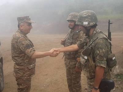 Արցախի ՊԲ հրամանատարն այցելել է մի շարք զորամասեր եւ առաջնագիծ (ֆոտո)