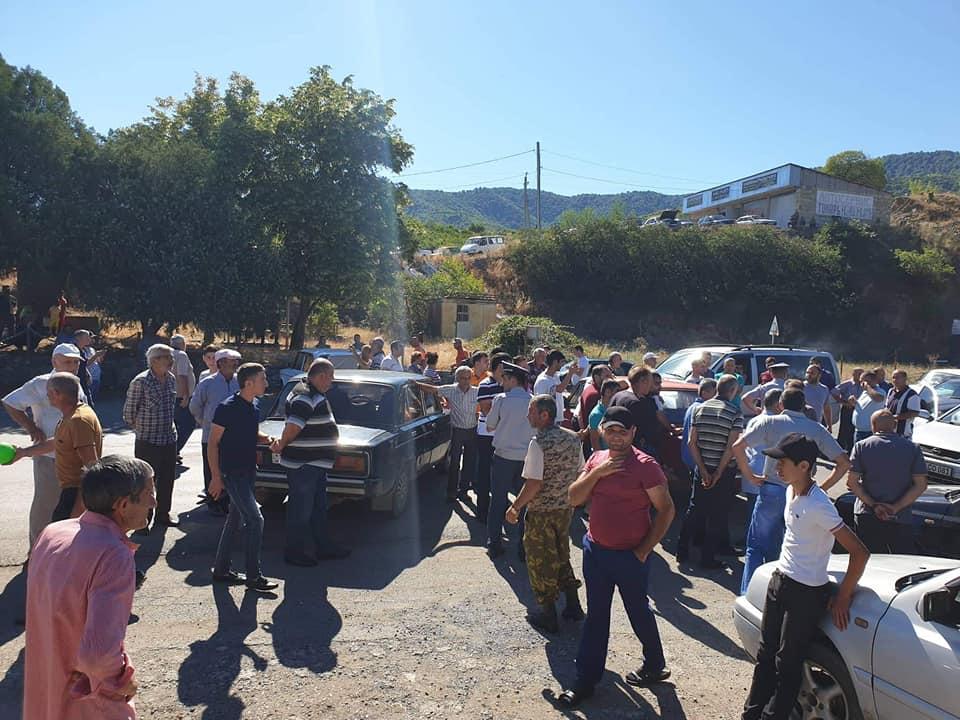 ՖՈՏՈ. Արճիս համայնքի բնակիչները փակել են Բագրատաշեն-Վանաձոր միջպետական ճանապարհը