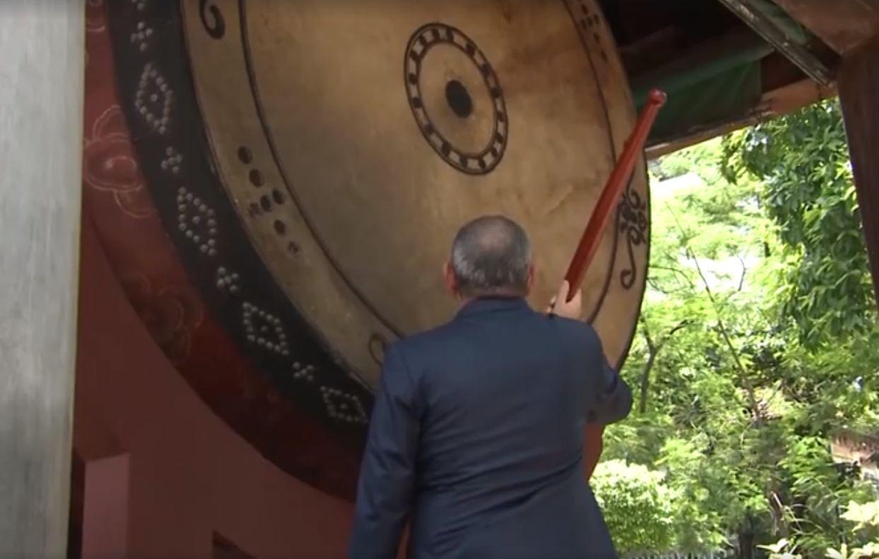 ՏԵՍԱՆՅՈՒԹ. Ինչպե՞ս է Նիկոլ Փաշինյանը հարվածում 2 մետր լայնք, 2,5 մետր բարձրություն, 700 կգ քաշ ունեցող թմբուկին