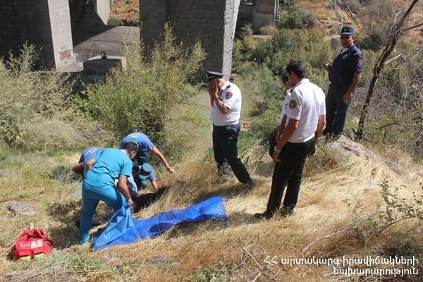 Կիևյան կամրջից նետված 24-ամյա աղջիկը մահացել է