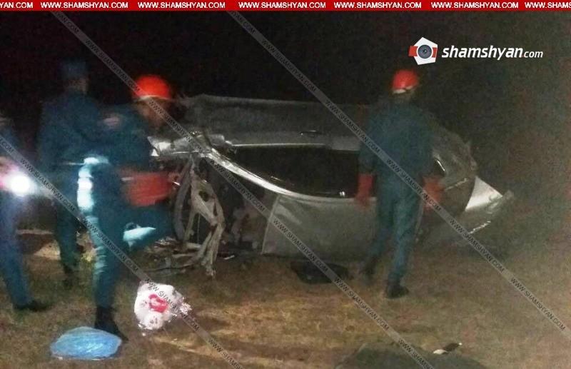 ՖՈՏՈ. Ողբերգական ավտովթար Սյունիքի մարզում. Nissan Teana-ն մի քանի պտույտ շրջվելով, կողաշրջված վիճակում հայտնվել է ձորում. կա 1 զոհ, 4 վիրավոր