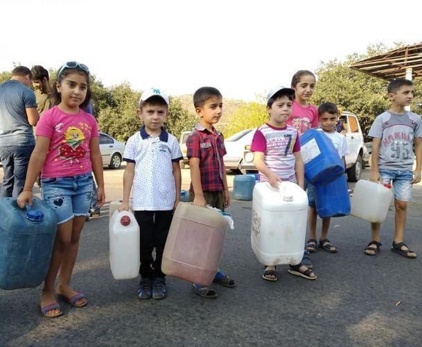 ՖՈՏՈ. Արճիս գյուղի երեխաները փակել են Ալավերդի-Բագրատաշեն մայրուղին