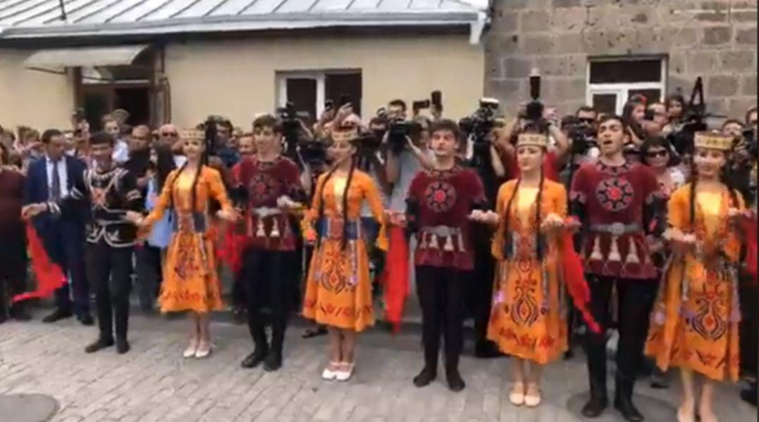 Ուղիղ միացում. Նիկոլ Փաշինյանը Գյումրիում է. քաղաքը նշում իր տոնը
