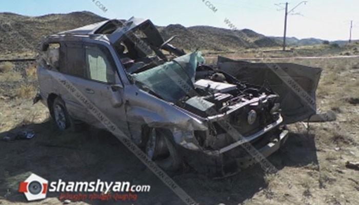 Արագածոտնի մարզում Toyota-ն բախվել է քարերի ու մի քանի պտույտ շրջվել. վարորդն ու նրա քույրը մահացել են, վերջինիս որդին վիրավոր է