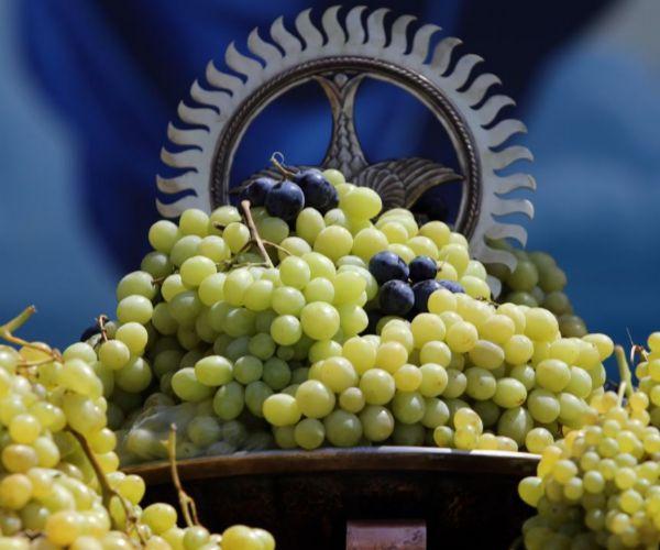 Հայ Առաքելական եկեղեցին այսօր նշում է Սուրբ Աստվածածնի վերափոխման տոնը՝ խաղողօրհնեքը