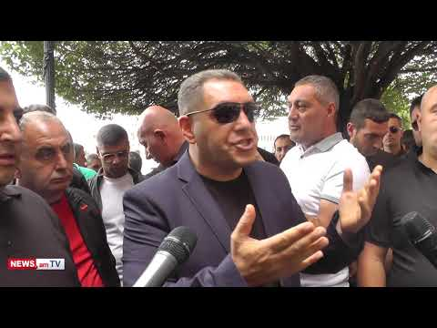 Մեր պարապ-սարապ նախագահը, կառավարությունը, ԱԺ-ն՝ բոլորս դեպի Գյումրի. ավտոներկրողների բողոքը