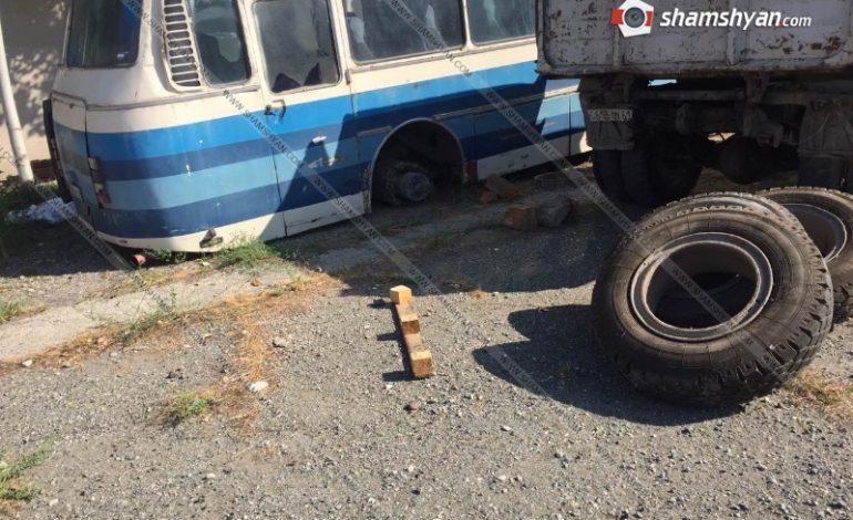 ՖՈՏՈ. Ողբերգական դեպք Արմավիրի մարզում Հոկտեմբերյանի գինու գործարանում ավտոբուսը քարերի վրայից սահել և ընկել է վարորդի վրա. վերջինս տեղում մահացել է