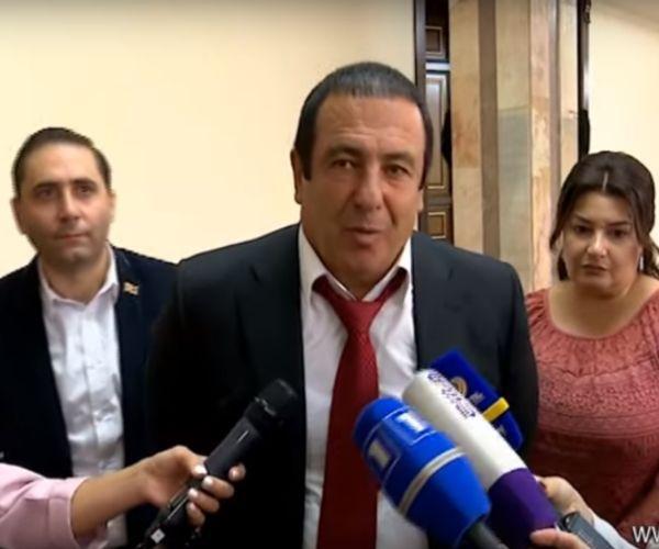 «Դա իմ համար անընդունելի է». Գագիկ Ծառուկյանը` Հրայր Թովմասյանի դուստրերին ԱԱԾ կանչելու մասին