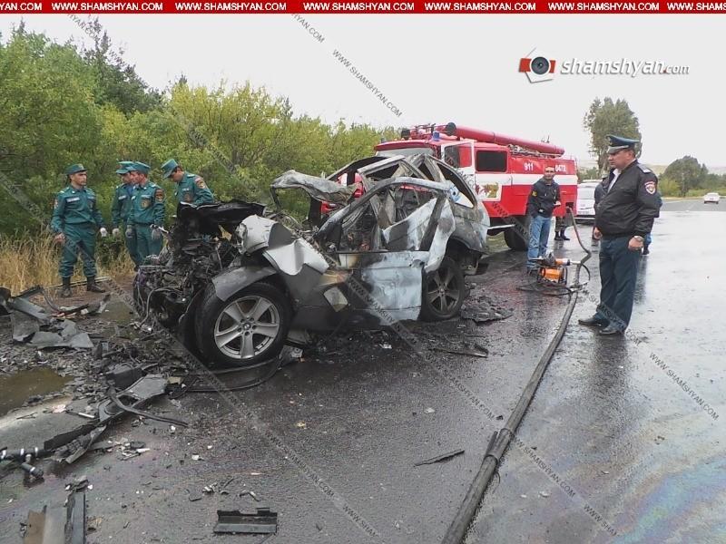 ՖՈՏՈ. BMW X5-ը КамАЗ-ին բախվելուց հետո վերածվել մոխրակույտի. Դուրս են բերել վարորդի մոխրացած դին