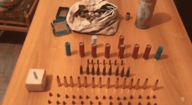 ՏԵՍԱՆՅՈՒԹ. Հրազդանի ոստիկանները մեծ քանակությամբ ապօրինի զենք-զինամթերք են հայտնաբերել