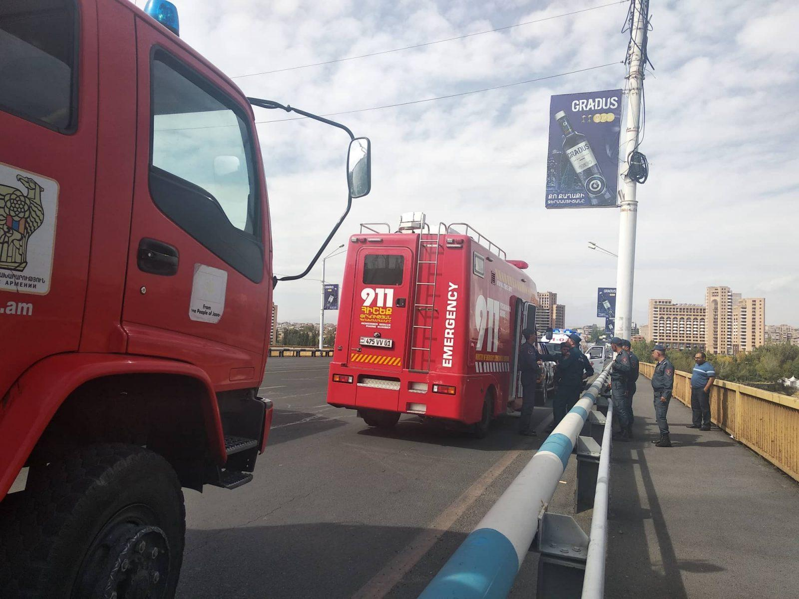 ՖՈՏՈ. ՏԵՍԱՆՅՈՒԹ. Ինքնասպանության փորձ Դավթաշենի կամրջի վրա. ոստիկանները վայրկյանների ճշգրտությամբ են փրկել կնոջ կյանքը