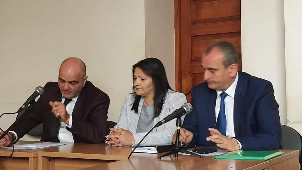 Մանվել Գրիգորյանի կինը ծափահարեց դատարանի որոշմանը