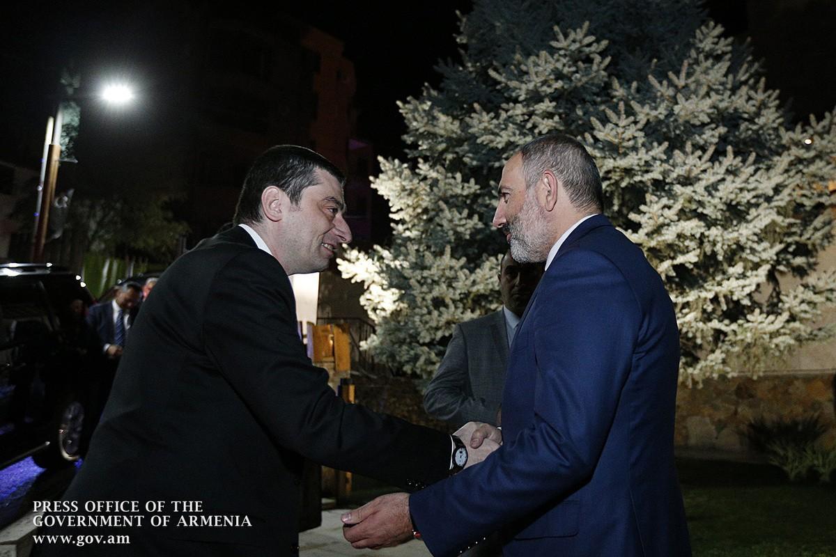 ՖՈՏՈ. Վարչապետ Փաշինյանի անունից ի պատիվ Գեորգի Գախարիայի տրվել է պաշտոնական ընթրիք