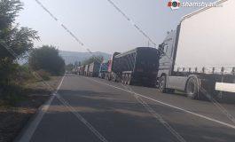 ՖՈՏՈ. Արտակարգ իրավիճակ Վրաստանում. 300-ից ավելի հայկական բեռնատարներ չեն կարողանում առաջ շարժվել