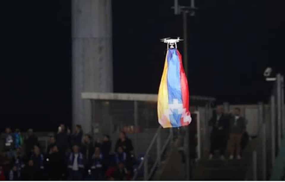 ՖՈՏՈ. ՏԵՍԱՆՅՈՒԹ. Ովքեր են ադրբեջանական թիմի խաղի ժամանակ Արցախի դրոշը ծածանած տղաները