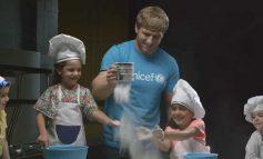ՏԵՍԱՆՅՈՒԹ. Արթուր Ալեքսանյանը երեխաների օրվա առիթով տորթ Է թխել փոքրիկների հետ