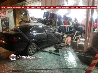 ՖՈՏՈ. Կասկադյորական ավտովթար Գյումրիում. BMW-ն մխրճվել է հագուստի սրահի մեջ