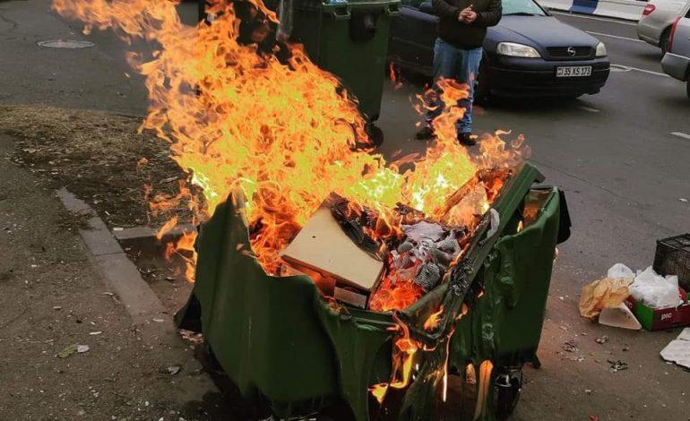 Արշակունյաց պողոտայում այժմ 2 աղբաման է վառվում. քաղաքապետի խոսնակն ահազանգում է