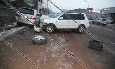 ՖՈՏՈ. Խոշոր ավտովթար Երևանում. վիրավորներից մեկին հայտնաբերել են բեռնախցիկում