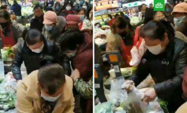 Նոր մահացու վիրուսի պատճառով չինացիները խուճապահար հարձակվել են խանութների վրա