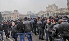 Լարված իրավիճակ. Մսավաճառներն ու ֆերմերները փակել են Ամիրյանի փողոցը Լարված իրավիճակ