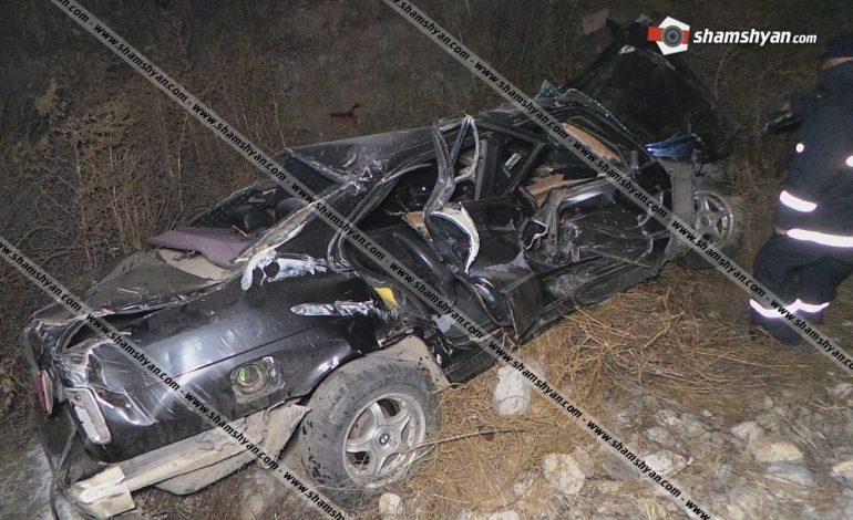 ՖՈՏՈ. Խոշոր ավտովթար Արարատի մարզում. 37–ամյա վարորդը BMW-ով բախվել է երկաթե արգելապատնեշներին և 150 մետր գլորվել ձորը. կան վիրավորներ
