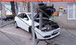 Արտակարգ դեպք Երևանում. վարորդը Dodge-ով մխրճվել է գազատար խողովակի մեջ. կան վիրավորներ. վարորդի և վիրավորների ինքնությունը հայտնի չէ
