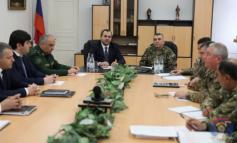 Արցախում արտակարգ դեպքերն են քննարկել ՀՀ գլխավոր դատախազն ու ՊԲ զորամասերի հրամանատարներն