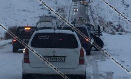 ՖՈՏՈ. Արտակարգ իրավիճակ՝ Սյունիքի մարզում. ձնաբքի պատճառով ավելի քան 150 ավտոմեքենա մնացել է ճանապարհին