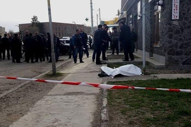 «Սիկտիր էղեք տնիցս». Գյումրիում 34-ամյա տղամարդը դանակահարել է իր տուն հագուստ գնելու եկած երկու կնոջ
