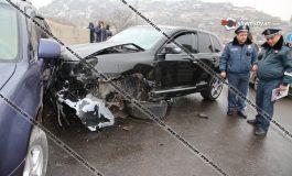 ԲԱՑԱՌԻԿ ՏԵՍԱՆՅՈՒԹ. Ինչպես են Երևանում բախվում Porsche Cayenne-ը, Lexus-ը, և BMW-ն