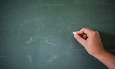 Սկանդալային տեսանյութ. Ուսուցչուհին գրատախտակի վրա գրված օրինակներով բացատրել է երեխաներին հայհոյանք գրելու կանոնները
