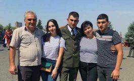 Մահացած զինծառայող Հայկ Ասրյանի հարազատներին է հանդիպել ՔԿ նախգահի տեղակալը