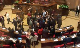 ՏԵՍԱՆՅՈՒԹ. Ի՞նչ էր կատարվում ԱԺ նիստերի դահլիճում ընդմիջման ժամանակ