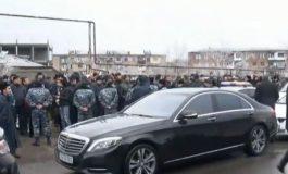 Մեծաթիվ ոստիկաններ, ուժեղացված ռեժիմ. Սերժ Սարգսյանի գործով առաջին դատական նիստը