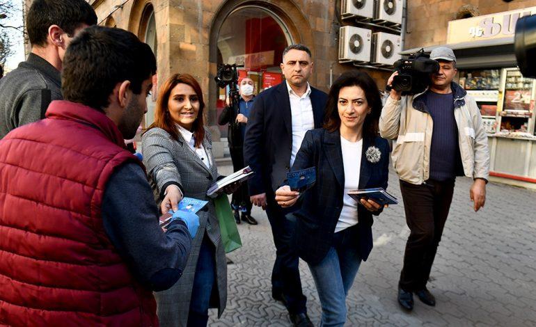 Ինչու Աննա Հակոբյանը դիմակ ու ձեռնոցներ չի կրում փողոցում. պարզաբանում է խոսնակը