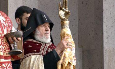 Կաթողիկոսը Սուրբ Գրիգոր Լուսավորչի Աջով օրհնեց Հայոց աշխարհն ու ժողովրդին (ֆոտո)