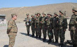 ՀՀ զինված ուժերի գլխավոր շտաբի պետը սահմանագոտում ծանոթանում է օպերատիվ իրավիճակին