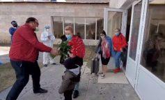 ՏԵՍԱՆՅՈՒԹ. Մեկուսարանից դուրս գրվածներին ծաղիկներով ու ծափահարություններով են ճանապարհել