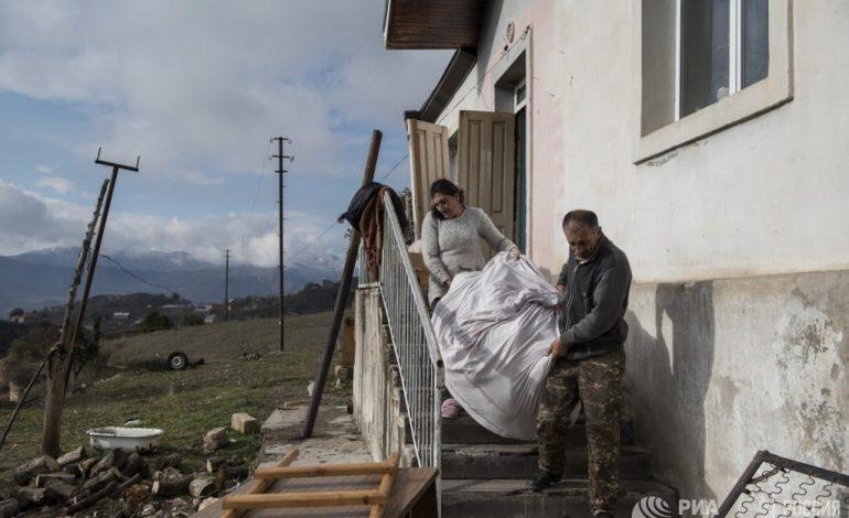 ՖՈՏՈՇԱՐՔ. Ինչպես են Լաչինի շրջանի բնակիչները լքում իրենց տները․ ria.ru