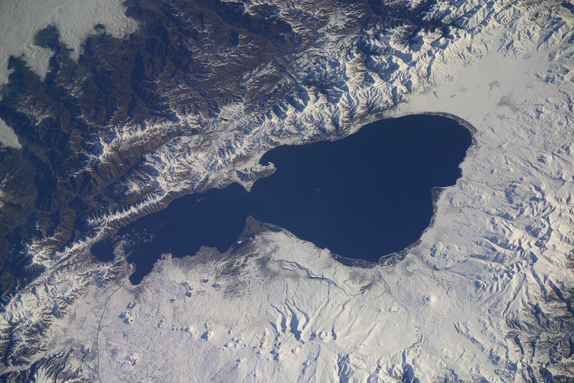 ՖՈՏՈ. Ռուս տիեզերագնաց Սերգեյ Կուդ-Սվերչկովը տիեզերքից նկարել է Սևանա լիճն ու Երևանը