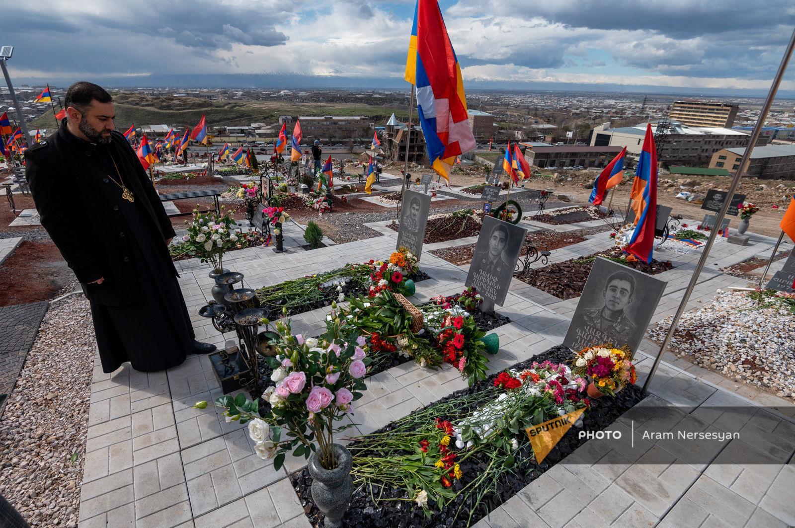 Երբեմն 20 մայր տարբեր գերեզմաններից լալիս են ու ողբում. Եռաբլուրի քահանան տեսել է դժոխքը